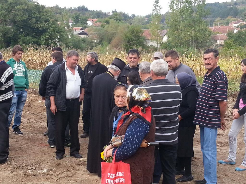 Владика Игњатије са мештанима Пањевца 27.09.2013.године